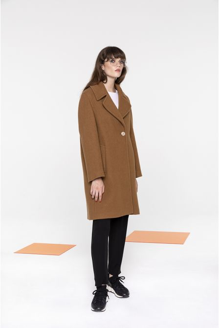 Mid-length overcoat in toffy felted wool