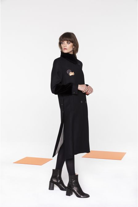 Flaired long coat in pure virgin woolManteau long évasé en laine vierge