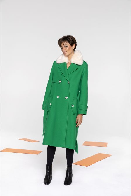 Coat in green wool with a fake fur collar