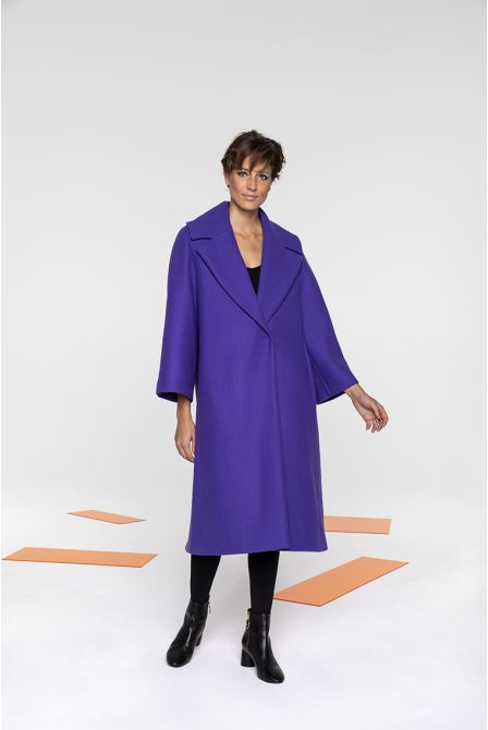 Flared long coat in purple wool