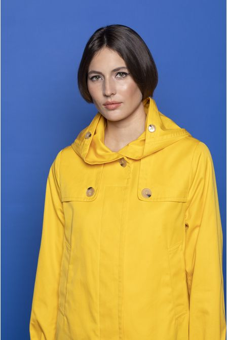 Hooded raincoat in yellow cotton gabardine
