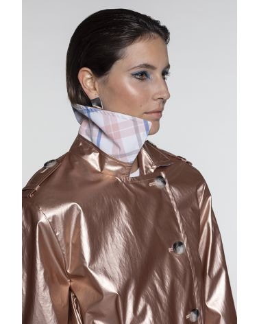 Long metallized pink trench