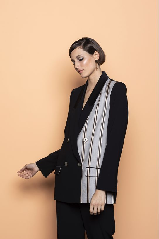 Fluid jacket in beige and black two-material with strips