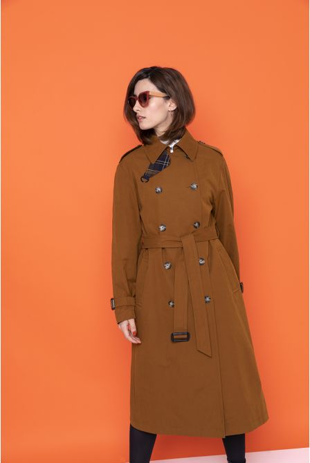Long caramel raincoat in waxed cotton