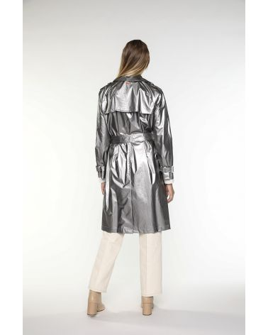 Long metallized grey trench