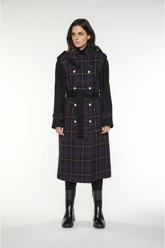 Long bellted coat in tratan and black wool