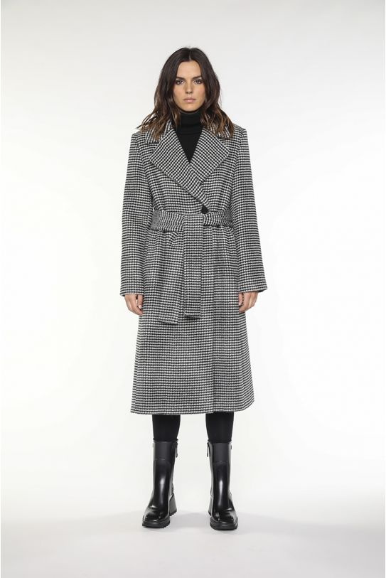Belted coat in black creme alpaca wool