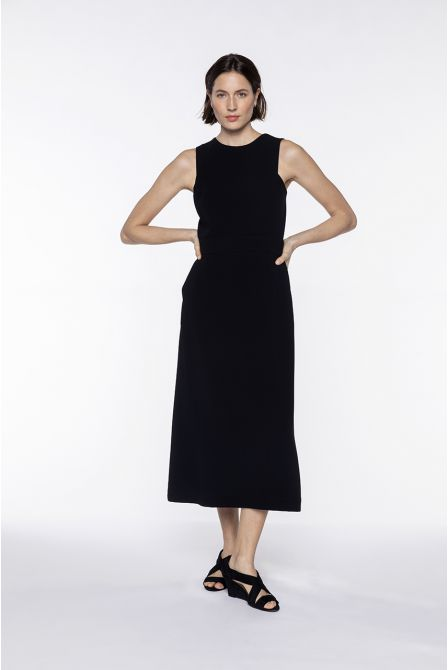 Long black crepe fitted dress