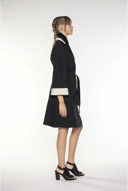 Oversized mid-length trench coat in black paper-touch like cotton